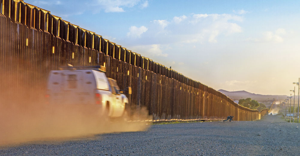 border-patrol-trucks-driving-to-catch-illegal-alien-stentor application military Acoustic Hailing Device -Acoustic Hailing -Speaker